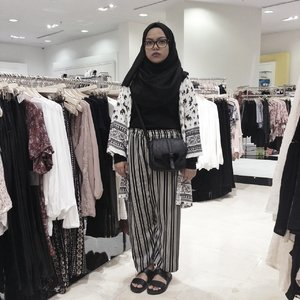 Who says you can never take an ootd here ? #FashionxHijab #clozette