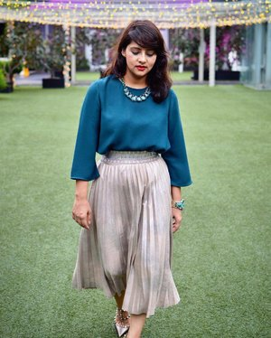 A week of Ramadan has passed, I wanted to a series of Modest Outfits for Ramadan this month..Starting with this metallic pleated skirt @zara and gorgeous emerald green top from @topshop_sg ✨✨ ......#modestbloggers #modestfashion #ootd #zaradaily #topshopsg #mystyle #lookbook  #livecolorfully #luxe #whatiwore #sgblogger #lookoftheday #styleblogger #style #trendy #clozette #ootdfash #styleinspiration #instafashionista #fashionblogger #modeststyle #outfitoftheday #aboutalook #stylediaries #pakistanistreetstyle #livelovebeauty #fashionagram #chictopiastyle #stylexstyle #pursuepretty