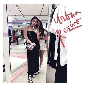 U R B A N R E V I V O | Honestly blown away at how on point the range was at the @urbanrevivo store opening tonight 👌🏻💯 Thanks for the invite! We had fun w the claw machine lololol LOVE THIS BAG THO 😍 . . . . #ootd #clozette #coordinatesoffrisbee #lookbook #lookbooksg #urbanrevivo