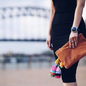 It's all about shapes and pom-poms by the bridge 💣⏱🍑 @the.wolf.gang @gruppogamma • • • #fashion #fashiongram #fashiondiaries #thewolfgang #gruppogamma #watches #watch #watchesofinstagram #bag #clutch #pompoms #watchmania #wristgame #timepiece #ootd #motd #beauty #wiw #wiwt #outfit #travel #travelgram #traveldiaries #sydney #travelphotography #fashionblogger #travelblogger #horology #ootdshare #clozette