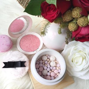 A whiff of Spring with the @guerlainsg Spring 2017 Meteorites and Blush 🌷Delightful weekend, lovelies! #clozette #makeup