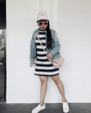 My travel outfit of the day. /Dress+ Oversized Denim+ Pink Cap+ White Sneakers+ Pink Sling Bag 💕 . . . . . . #Clozette #TeamShirubi #casual #travel #ootd #outfitoftheday #ootdshare #travelootd #oversizeddenim #sneakers #ootdshare #travelphotography #fashion #streetstyle #streetwear #stylegram #fashiongram #vsco #vscoph #instadaily