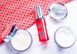 Product textures revealed ❤️️ You know, using the @OlayMalaysia #MiracleDuo has made my skin transform in terms of its smoothness, plumpness and hydration. Fine lines and wrinkles have been visibly lessened and not to mention that this range has taken years off my face too 😉  For more deets, don't forget to check out our site (via the link above) in the meantime ☺  #OlayMalaysia #BestBeautiful #MiracleDuo #Clozette