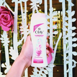 Love going out of the shower feeling soft and smelling good (it keeps my skin fair pa to boot) 💕 Its EXCLUSIVELY available on pre-sale at zalora.com.ph/olay go na! 💆  #GetGlowing #Olay #OlayPh #skincare #skincareph #beautybloggerph #bbloggers #beautyblogger