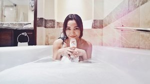Ugh this day was exhausting! 😵 Time to pamper myself in a nice warm bath with the New Olay Whitening Body Wash with Milk and Rose petals. My blog review is now up on www.kikaysikat.com and you can get it at Zalora.com.ph/Olay exclusive pre-sale on Nov. 12 ❤️ #GlowWithOlay #Olay #OlayPh