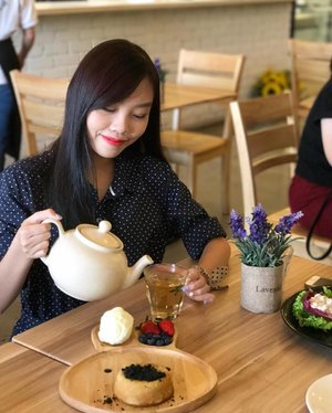 // COFFEE, TEA OR ME // Would you care to join me for tea? 🤗 Welton Develoment is inviting you to enjoy a tea break at Green Haven JB this 21st Jan 2017, 2 - 6pm! All you have to do is click on the #linkinbio, tag 2 friends and write a creative slogan on why you'll like to be part of this event! ☕️ Have your ME time, enjoy your tea at your own pace, sip by sip and serenaded by the wonderful surroundings! And the best thing is ... your house is doing the job for you while you are having that little ME time! Find out more on https://www.facebook.com/greenhavenserviceapartments/ • • • #welton4me #clozette #blogger #sponsored