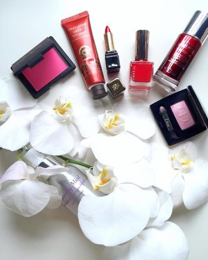 ~~the moment when you realized some of the things you enjoy actually comes in red, one of your favorite colour~~ #clubinstagram #instagood #instamood #lifestyleblogger #bblogger #lifestyle #beauty #makeup #diorbeauty #narsissist #narsmalaysia #narscosmetics #innisfree #handcream #nail #RMK #guerlain #eyeserum #diormakeup #cuepido #mist #stilllife #iphonography #thatsdarling #flashesofdelight #thehappynow #love #clozette #lumilovesbeauty