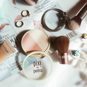 Looking for a suttle blush and highlighter that is good for very sensitive skin? This ORGANIC blush and highlighter from Pixi by Petra is definitely worth every cent. It is light, hydrating, and skin friendly! Plus it comes with this really cute Kabuki brush! Super love this! 😍 #clozette #organicmakeup #pixibypetra #flatlaybydiannerezu #makeupoftheday