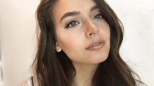 Very Chatty GRWM | Lilac Eyeliner and Rose Gold Lip - YouTube