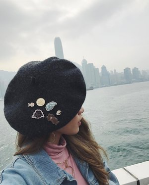Beret x Pin | Styling the beret with lots of cute pins! Finally got to use them #CTMonde2017 #hongkongbound #CTMondeHK #clozette #styleXstyle #ootd #lookbook #wiwt