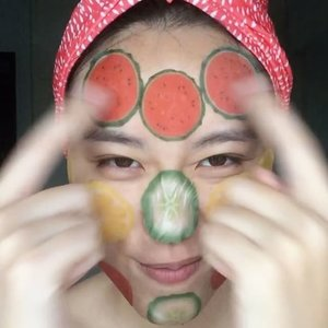Being busy with work doesn't mean that I don't have time to pamper myself!  Tested out @kocostar Slice Mask Sheet over the weekend and my favorites are tomatoes & cucumber! I also like how the serum doesn't feel as sticky as other sheet masks that I've tried before and how fun it was to use these mask!  Get these masks at @sephorasg now and do check out the other masks that take care of all your head-to-toe needs!😊 #sephora #sephorasg #kocostar #beauty #sgigmakeup #sgigskincare #clozette #sheetmask #koreanmask #koreanskincare