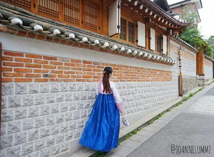 """🙃 """"Don't beg anyone to stay in your life. If they want to be a part of your life, they will stay."""" #qotd #notetoself 🔷 #joannelummzootd #joannelummztravels #korea #seoul #hanbok #igsg #sgig #potd #lotd #clozette #stylexstyle #latergram #throwback #getfash"""
