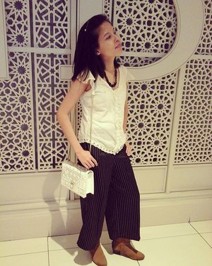BSC #XixiliFashionShow; White lace top #SomersetBay || White cami @g2000sg || Black stripe melissa pinstripe culottes @nine2fiveclothing || Tawny boots @mango || White classic chain crossbody @somethingborrowed_official || Pink watch @guess || Black chunky necklace own collection from #Vietnam || #Diamente hairpin @lovisajewellery 😏👕👖👢⌚🎈 #iFlookboard #Monochrome #Fashion #Style #LOTD #OOTD #WIWT #Armswag #LifestyleBlogger #Clozette #StarClozetter
