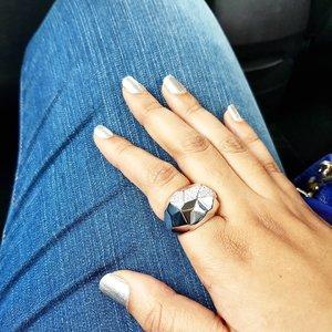 Happy Monday ❤💋 ___  #singapore #jewelry #accessories #blingbling #bling #blinged #bracelet #armcandy #swarovski #swarovskisg #fashion #style #sgfashion #sgstyle #instafashion #instastyle #clozette #clozettesg #instagood #instasg #lifestyleblogger #sgblogger #chromenails