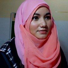 hijab dengan paris dua warna #clozetteid #colorfulhijab #ootdshare #ootd #casual #simplemakeup #formal #makeup