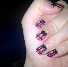 Diy maksa burberry nail art o_o