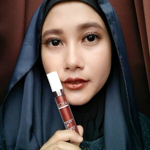 @zoyacosmetics Metallic Lip Paint Series in Beatrix on my lips  You can read the full review about two newest shade of Zoya's Lip Paint on my blog. Link on bio!  #swatchchallengezocoslippielust #vsco #clozetteid #bdgbbxzoya #zoyacosmetics #easilylookingood