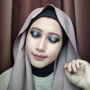 🌟 Galaxy Smokey Eye 🌟Look super simple, fokus di eyeshadow tanpa false lashes 😁Adonan:⏺The Saem Cover Tip Concealer - Natural Beige⏺Inez Luscious Liquid Foundation - Natural⏺BYS Banana Powder⏺BYS Eyeshadow Palette- Smokey⏺Mizzu Eyebase Essential⏺Mineral Botanica Precision Eyeliner Pen⏺Essenses Waterproof Mascara⏺Absolute New York Glow Balm - Rose Gold⏺Tony Moly Lovely Eyebrow Pencil - Dark Brown⏺ZAP Beauty Lip Matte - SpiceLink tutorialnya ada di bio ya! 🐰#vsco #clozetteid #beautybloggerid