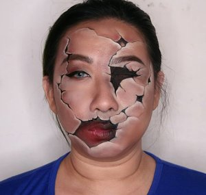 Gaes pake fondi jangan tebel tebel dan aplikasinya yg bener ya. Ntar cracked kaya gw gini loh 😆..#facepainting done with @mehronmakeup Paradise Aqua black and white, @wardahbeauty Concealer from Eyebrow Kit. ..Got the inspiration from Pinterest while ago. Pls tell me if you know the artist - she/he's absolutely amazing and i would love to follow..#creativemakeup #crackedface #illusionmakeupart #fdbeauty #Clozetteid #mehronmakeup #dupemag #tampilcantik #bunnyneedsmakeup #ibv_sfx #indobeautygram #kbbvmember #bvloggerid #wakeupandmakeup #horrorsketches #specialfxmua #sfxmakeup