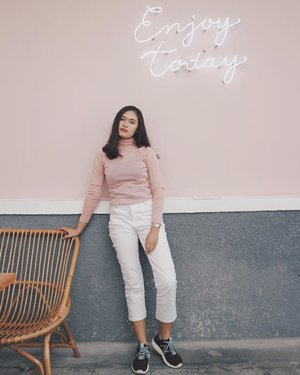 Enjoy today ~ katanya🌸💖 . . . . #clozetteid #starclozetter #jogjabloggirls #deniathlylooks #lookbookindonesia #looksmagazine #ootd #ootdindo #ootdyk #cgstreetstyle #ggrepstyle #style #fashionblogger #jeevayogyakarta #yogyakarta