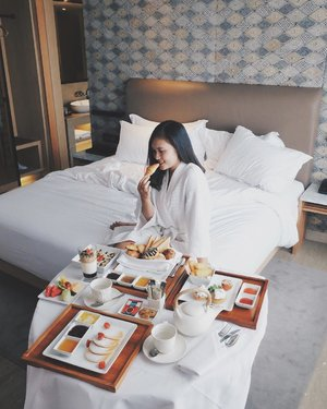 Remember when i woke up like this with a beautiful smile at a wonderful place like @alilasolo ♥️ as I promised you.... my review about Alila Solo and how i spent my staycation is up on the blog! ..Please click the link on bio or just visit www.deniathly.com 😍😍😍 #AlilaSolo ....#deniathlyreview #clozetteid #starclozetter #lykeambassador #alilahotels #fabcollective