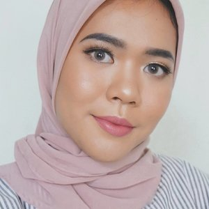 Mauve look💕Makeup deets :Face - @benefitindonesia porefessional face primer- the ordinary serum foundation shade 2.1Y from @benscrub- @beautyboxind urban fix powder translucent- @toofaced chocolate soleil- @nyxcosmetics_indonesia strobe of genius illuminating paletteEyes- @thebrowgal brow pencil- @bulumatarefill - @benefitindonesia they're real mascaraLips@pixycosmetics matte in love lipstick shade serrene brown