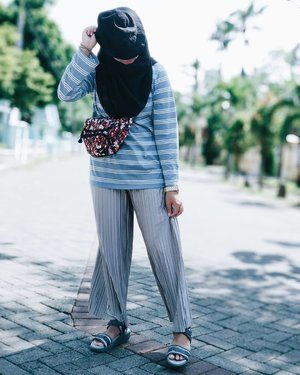 Just daily basic, when lazy to wear anything and comfortable is nomero uno 1⃣💯 #HolidayStyle no.3 . . . . . #ootd #ootdhijab #ClozetteID #chichijab  #hijabfashion  #hijabstyle #casual #vsco #photooftheday  #instahijab #instagood #instagram