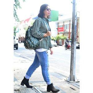 Green plaid #ootd #ClozetteID #COTW #MixingPlaids #fashionista #fashionoftheday #fashionplaid #fashionblogger #greenplaid #indonesiablogger #instadaily #fashiondaily