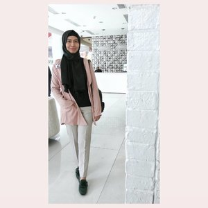 Last Saturday in 'content strategy and creation workshop from @moeslemacom 😄📷 : @tiarajeanitha.....#ootdhijab #hijabfashion #ClozetteID #hijaboutfit #hijabstyle #hijabers #fashionstyle #fashion #style #whatiwore #streetstyle #streetwear #streetfashion #lookoftheday #photooftheday #instafashion #instastyle #instablogger #instahijab #OhSoJasmine