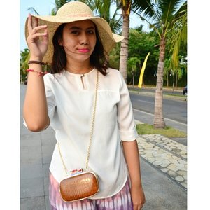 Straw Hat for Summer  #ootd #personalstyle #fashionstyle #hat #strawhat #fashionhats #fashionsummer #summerstyle #summer #fadhionblogger #beachday #ClozetteID #indonesiablogger