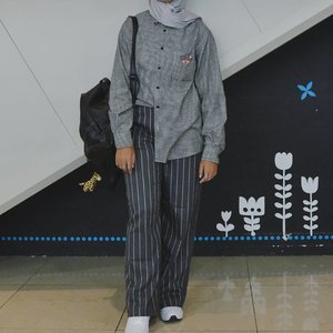 Ma favorite combo! Stripes pants bought in @hattaco_official and houndstooth shirt got from thrifted 👕👖Being stylish isn't always expensive 🌹 😎.....#ootdhijab #hijabfashion #ClozetteID #modestroute#hijabstyle #style #whatiwore #JFFF2018 #photooftheday #like4like #instafashion #instastyle #instablogger #instahijab #OhSoJasmine