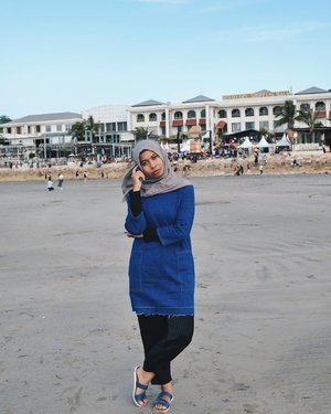 Just pose whenever you're, even in the beach 😜 *talk to my self........#ootdhijab #hijabfashion #ClozetteID #hijab #ootd #hijabstyle #modestfashion #fashionstyle #fashion #style #whatiwore #streetstyle  #lookoftheday #photooftheday #instafashion #instastyle #instablogger #instahijab #OhSoJasmine