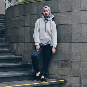 Hoodie style posted! kindly check out my new post (link in bio) , thank you 😄😆.....#ootdhijab #hijabfashion #ClozetteID #hijabstyle #modestfashion #modest #fashionstyle #fashion #style #whatiwore #streetstyle  #lookoftheday #photooftheday #instafashion #instastyle #instablogger #instahijab #OhSoJasmine