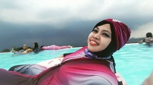 🌫🏊⛱🍩 Sun, March 26th, 2017 --- #ARFam (Abdul Rodjak #BigFamily ) #gathering at #skypool #ResortGiriTirtaKahuripan #Purwakarta with my dearest family. Though the sky was #dark and #rainy ... we still #enjoy #swimming & #havefun. Meet my Mom and Rara @zahrakhairiza --my lil sis and soon a mother to be hehe (udah 8 months cyiin... ) ⛱🏊🌫 - - #hijabtraveler #clozetteid #burkini #fashion #style #modestwear #turban #happyholiday #visitPurwakarta #visitWestJava #traveling #traveler #swimmingpool #modestswimwear #hootd