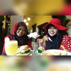 Thu, October 27th, 2016 ---- #Wiskul / #foodtravelling with my #sisterinlaw @dewirahmawati29 aka Mama Feli hehehe at #Beukenhof #Resto #Kaliurang #Yogyakarta . We wear #Red #retrostyle , enjoy the #Jazzy music and #Europianculinary part 3 👒👠👜 #clozetteID @clozetteid #HOOTD #ootd #fashion #style #foodhunter #instafashion #instafood #fashiongrammer #foodandfashion