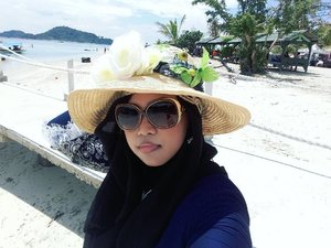 Sun,  February 26th, 2017 ---- 🌊🌞🌴 just walking alone at #SariRinggung #Beach #Lampung & #enjoy this #serenity 🌴🌞🌊 😎 --------- ---------- #clozetteID #seashore #modestfashion #hijabtraveler #traveling #travelstyle #Hootd #ootd #fashion #style #stylishmodesty #stylecovered #beachlover #Sumatera  #headscarf #VisitLampung #VisitIndonesia