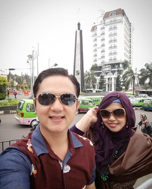 #NIDADreamJob @nidarooms with my beloved one @erdin.saef at #tugukujang #Bogor - #TheCityofRain . Nearest to #BogorBotanicalGarden and #CulinaryCenter of Bogor (in front of #BotaniSquare #Mall) . If you love #foodhunting or #foodtraveling , you should come to this city. It mix #Sundanese and #Dutch taste ... #yummy and #unique !... try #TaugeGoreng #AsinanBogor #RotiUnyil dan #CincauHijau 💕👍👍👍🍲🍛 #clozetteID #stylishcouple #stylishtravelers #vlogger