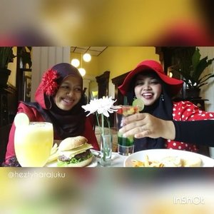 Thu, October 27th, 2016 ---- #Wiskul / #foodtravelling with my #sisterinlaw @dewirahmawati29 aka Mama Feli hehehe at #Beukenhof #Resto #Kaliurang #Yogyakarta . We wear #Red #retrostyle , enjoy the #Jazzy music and #Europianculinary part 2👒👠👜 #clozetteID @clozetteid #HOOTD #ootd #fashion #style #foodhunter #instafashion #instafood #fashiongrammer #foodandfashion