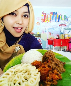"LATEPOST: August 13th, 2016th---- Hit ""❤"" if you agree that #Yogya is so #Special ! #YogyaIstimewa ! Especially for the #food... #yummy! I loooove #Gudeg ! And as a #foodtraveler , I #reccomend this #YuSumGudeg at jl.Magelang #Yogyakarta. I will give 🌟🌟🌟🌟🌟#VisitYogyakarta#casual #style #hootd #clozetteID @clozetteid #fashion #hijabstyle #modestwear #modestfashion #coveredstyle #hijabista  #fashiongrammer #vlogger #instafashion #foodie"