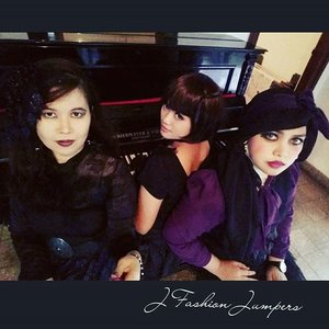 "OCTOBER 14TH, 2015 ----- #Gothic day at #gothiccafe #deathbychocolatebogor with my #JFashionJumpers #FashionCommunity #sisters. My #style is #vintagegoth 😉 but @eikoshinrai was more expert than me about how to look #pretty x #creepy , #deadlydivas and so on lolz. 👻💀👻 Ciyus susah banget daku dapetin feel galak tp cantik hehe... ga bisa "" #devilsmile "" colek @mineko_shirota yang asyik mainin #piano #antique 😂😂😂#ClozetteID @clozetteid #fashion #OOTD #modestfashion #coveredstyle #headscarf #scarf #instafashion  #fashiongram  #kulinerbogor #Indonesia"