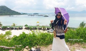 Sun,  February 26th, 2017 ---- 🌊🌞🌴 at #SariRinggung #Beach #Lampung & #enjoy this #serenity 🌴🌞🌊 😎 -------------------🚤🌞🌊-------------------- -------------------🌊🌞🚤-------------------- #clozetteID #seashore #modestfashion #hijabtraveler #traveling #travelstyle #Hootd #ootd #fashion #style #stylishmodesty #stylecovered #beachlover #Sumatera  #headscarf #VisitLampung #VisitIndonesia