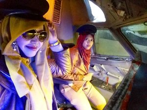 Friday, October 28th, 2016 ---- 2 #Beautiful #Captain are ready to take off . #SisterinLawinAction ! 😉✈❤ #azeeeeekk . #thecaptainurbanlounge @thecaptainjogja #thecaptainmoment #aeroplane #clozetteID #hootd #fashion #style #American #retrostyle