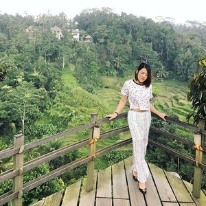 Beauty is everywhere.. Look around - Strolling out and around in pajamas never felt this good 🤗🚴🏻✌🏻️ . . . .  #balibible #ubud #junglelife #pulinacoffeeplantation #ClozetteID #ootd #takethepajamasout