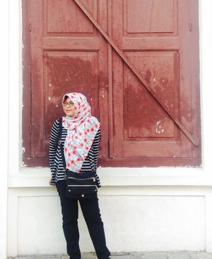 There can be luxury in simplicity . . . . . #quotes #fromwhereistand #instamood #instastyle #instastory #clozetteid #clozetteid #latepost #hijabi #travelblogger #traveldiary #bloggerlife #oldtown