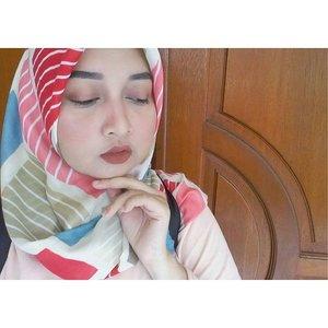 (2/3) eyeshadow kinda day.Yeah, ku lagi ginit-ginit kalo pergi segala esedoan, gapapa lah yaa, sesekali....#blogger #bloggerperempuan #bbloggerindo #bloggerbabes #clozetteID #femaledaily #femaledailynetwork #fdbeauty #indonesianbeautyblogger #beauty #blogger #drugstore #makeup #lover #sevenrizkaa #blog #instabeauty #beautyblog #beautyindo #sevenrizkaa #blogspot #beauty #review #indonesianbeautyblogger #eyeshadow