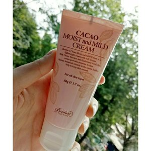 [Review]  A few days ago,  I received package from @bentoncosmetic , it was a new product and I've been given the chances to review this product! 💞  Benton's Cacao Moist and Mild Cream is a lightweight cream made of healthy ingredients.  This product has a light texture and doesn't leave skin heavy.. And also contains 63% cacao extract and 10% cacao seed butter, helps to moisturize and soften skin!  I already using this product for 3 days,  and i love this product so much! 💖 This product makes my skin smooth and moist! It made my makeup looks more flawless.. 🙌 💖 it Doesn't makes my skin breakout! 💖 It has a light texture and doesn't leave skin heavy.. Suitable for combination skin like me! 😆 💖 it contains a lot cacao extracts for replenishing my dry skin and dewy complexion. 💖 Smells like a baby powder,  super soft! 💖 Suitable for summer and perfect for indonesian people who live in tropical climate! 😍  Thankyou @bentoncosmetic for this lovely product! 💋💋 . . . #Benton #BentonCacaoCream#CacaoMoistAndMildCream #BentonNewProduct#CacaoCream #BentonMoistAndMildCream#CreamForSummer #LightCream #Cacao#CacaoBenefits #kbeauty #koreanskincare #clozette #clozetteid #review #l4l