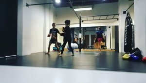 1st MuayThai class at @corestudio. I'm using @guavapassjakarta. . #guavapass #guavapassjakarta #corestudio #muaythaijakarta #clozetteid #sport