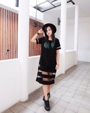 Combination of black and green 🖤💚 #clozetteid #beautynesiaid #beautynesiamember #gogogotravel #black #white #indotravellers #indonesiablogger #ootd #ootdindonesia #lookbook #lookbookindonesiainspired #lookbookindonesia #ootdinspiration #ootdjkt #ootdjakarta #ootdsubmit