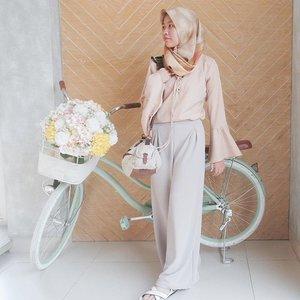 Kenapa sepeda tidak bisa dikayuh mundur? 🚲 Karena yang harus diubah adalah arahnya. Bukan caranya. 👀  P.S.: Jangan lupa ikutan #SpreadingOutfitChapter7 dengan tema #OfficeDay, ya! 😄  Aku juga bukan anak kantoran--masih kuliah, but playing dress up is just fun! 😉  #clozetteid #shasoutfit #clozetteid #semiformal #hijab #smartootd #breaktimeind #ootdindo #hijabootdindo #hijabi #themodestymovement