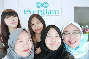With my @bandungbeautyblogger squad at the grand opening of @everglam.id! 🎉  Gonna write it on my blog soon 😊  #EverglamBandung #GrandOpening #Clozetteid #aesthetic